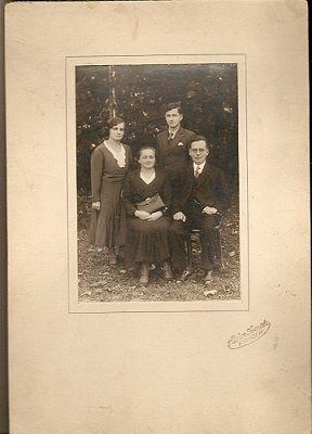 Rodinný portrét - kabinetka (Atelier Sverak, Frýdek)
