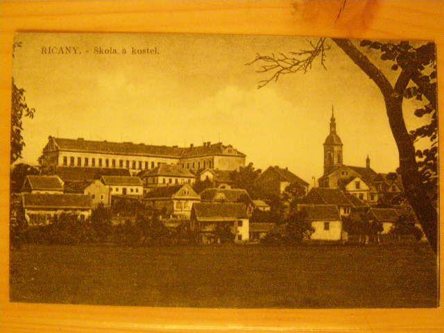Říčany - škola a kostel.