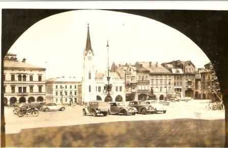Pohlednice Místopis Trutnov náměstí stará auta